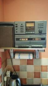 Hitachi cd/ cassette player with speakers