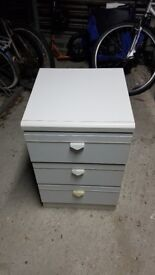 Bedside chest of drawers - used