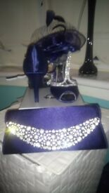 Navy blue shoes, bag and fascinator. Shoes are a size 5. Worn only once
