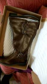 Leather brown boots for sale. Size 6 wide fit