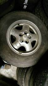 255 65 16 tyres and Alloys land rover range rover