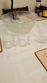 GLASS PUNCH BOWL AND 8 GLASS CUPS
