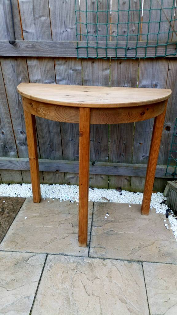 Pine occasional table
