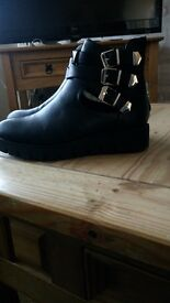 Boots worn once size 4 £6ono
