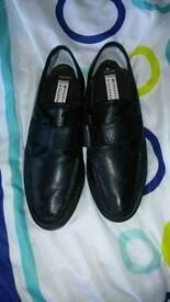 Mens size 9 velcro strap shoes