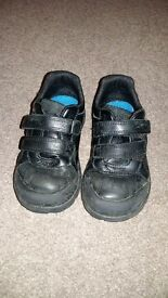 Boys size 9g Clarks Stompo school shoes
