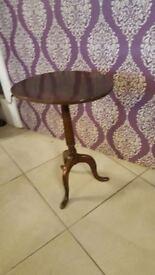 Antique Tripod / Pedestal Table