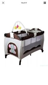 Travel cot with bassinet and changing mat