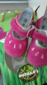 Out-baks baby shoes New! Size 5 leather