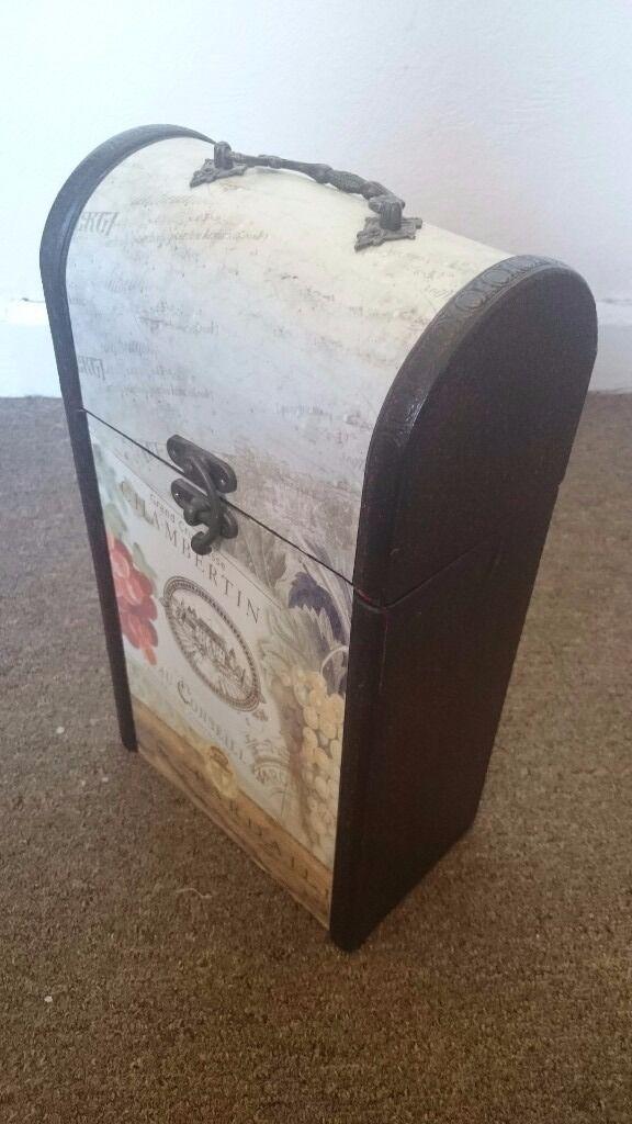 Vintage style wine box