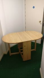 Clean dining table for sale. Available for pick ups