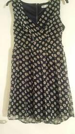 Daisy print dress s/m size 8 or 10 bnwot