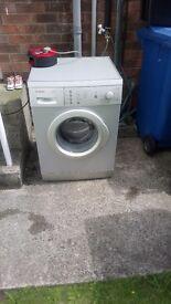 2 excellent washing machines. 1 Bosch and 1 Siemens