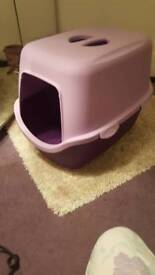 ALMOST new litter tray from dofos
