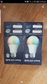 2 smart led light bulbs