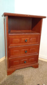 Three drawer chest unit
