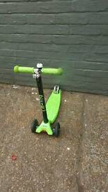 LIMITED EDITION GREEN MAXI MICRO SCOOTER LOOK***VERY GOOD CONDITION