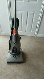 Morphy richards bagless upright hoover vaccum cleaner in excllent condition can deliver