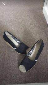 TOMs wedges size 5