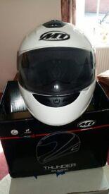 MT Thunder Solid - Gloss White Crash Helmet As NEW Never worn Size L 59-60