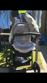 Venicci 3 in 1 pram immaculate conditionwith all accessories as new aswell as footmuff and footmuff