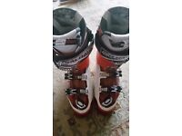 Mens Salomon ski boots size 28