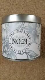BOOTS FRAGRANCED CANDLE No24 - VANILLA & ROASTED CHESTNUT - BRAND NEW