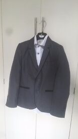Suit for ages 9-10 worn once for communion in very good condition 👌