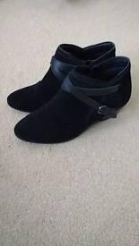 Black Chelsea boots 6 1/2