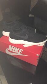 Brand New Nike roche size 8 original packaging
