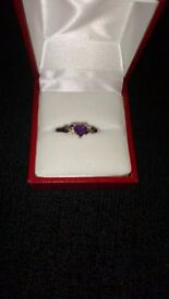 9ct whire gold ring with amethyst heart