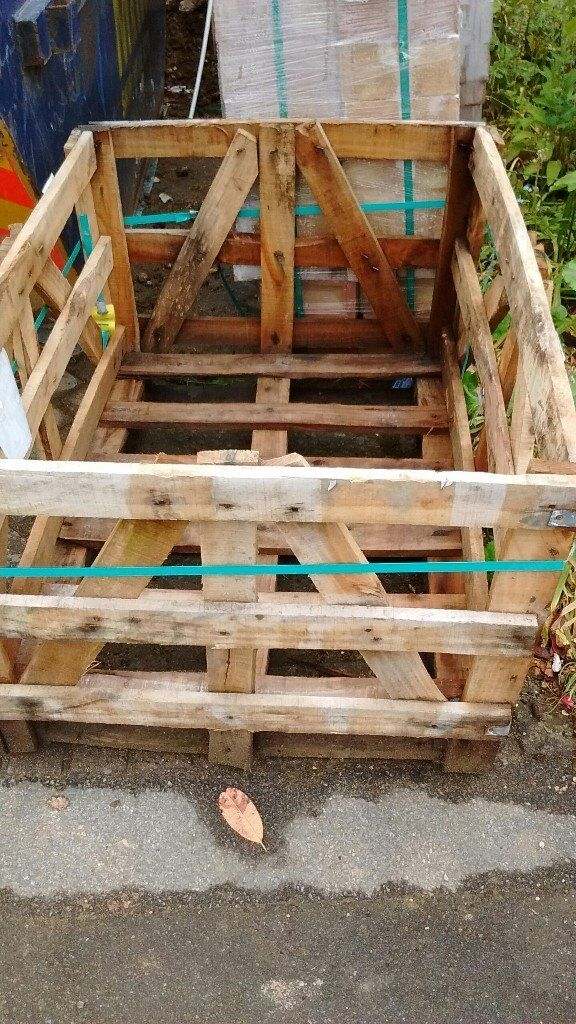 Strong wooden crate and one pallet free to collector   in ...