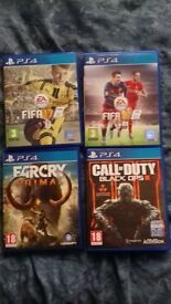 ps4 with 1 controler and 4 games with its box