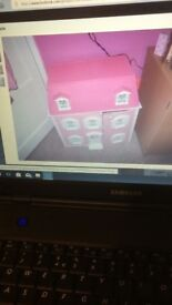hello kitty dolls house
