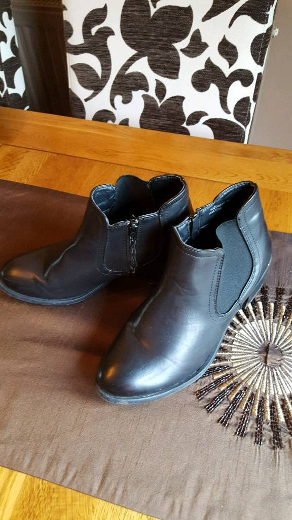 Ladies ancle boots