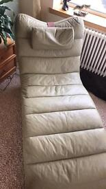 Leather green chaise longue