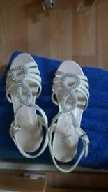 HE Designed by Marylebone Cream Sandals,size 2