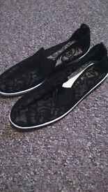 ' Womens lace flossys ' size 5