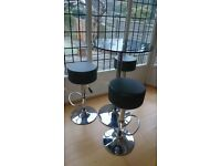 Glass top round table and 3 bar stools
