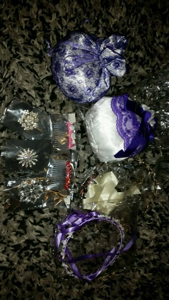 2 little bags 3 dimomtie brooches 2 hair clips and 2 head band