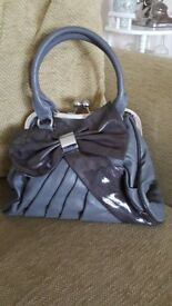 "PEACH ACCESSORIES GREY/SILVER HANDBAG CLASP AND BOW DETAIL 12"" X 10"""