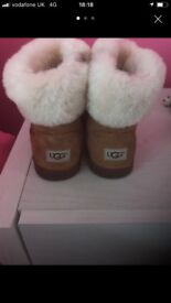 Kids ugg boots size 7