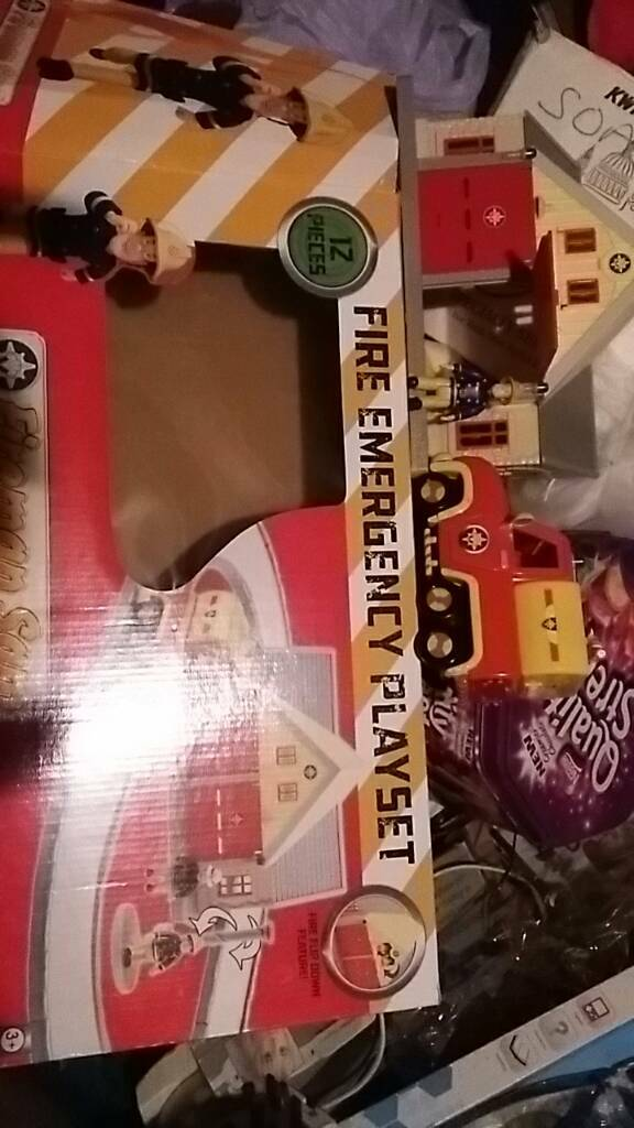 Fireman Sam 12 piece Fire Emergency Playset with box