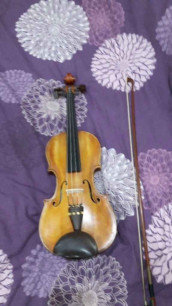 Violin with bow . Very good gondition very good violin..............