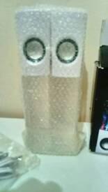 2 dancing water speakers in excellent condition ( new )