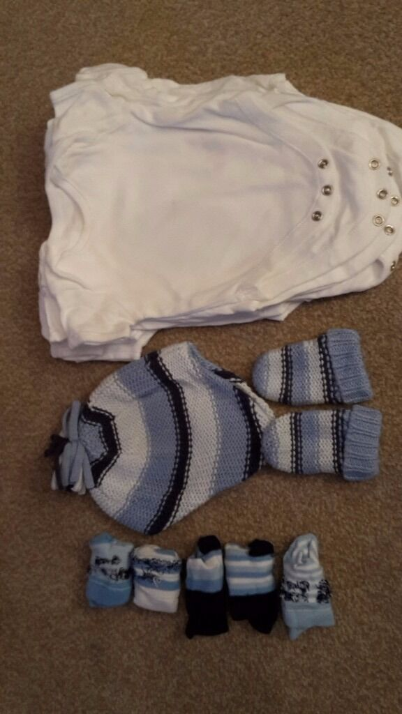 Baby Boys bundle - 7 Mothercare Vests, Next Hat and gloves set + socks age 0-3 months.