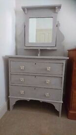 Dressing table/Chest of drawers with mirror on top
