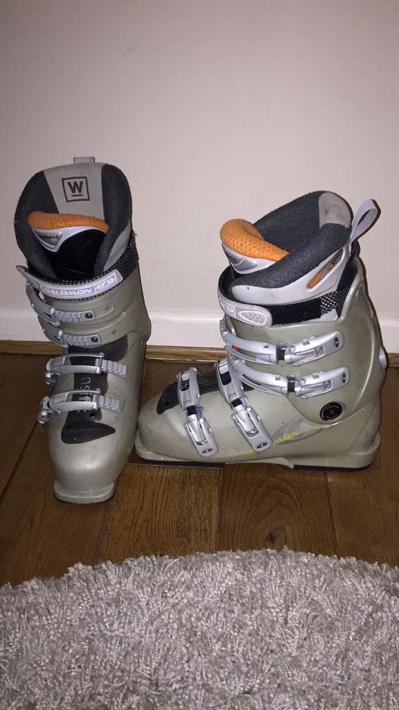 Salomon ski boots size 7