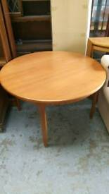 Macintosh round extendable table