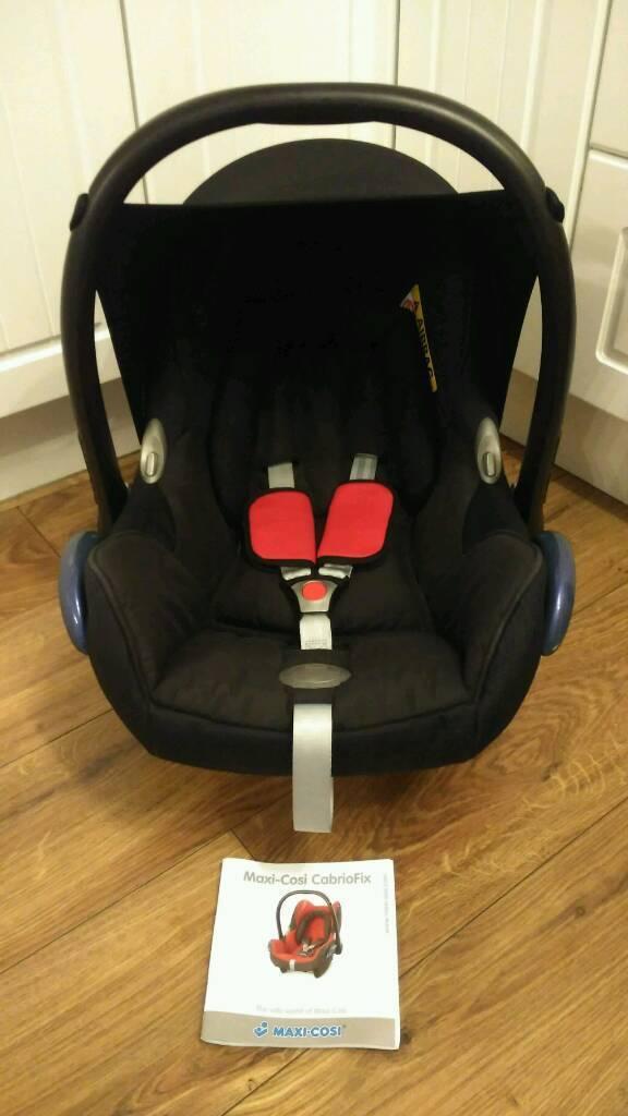 Maxi Cosi Cabriofix car seat, fits on lots of pram/pushchairs